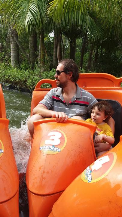 Beto Carrero com crianças pequenas