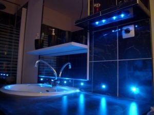 Blog de magicmanu :Aménagement de notre maison, Carrelage du coin lavabo avec LED bleues