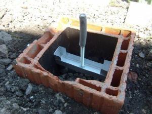 Blog de magicmanu : Aménagement de notre maison, Abri de jardin - La fixation au sol