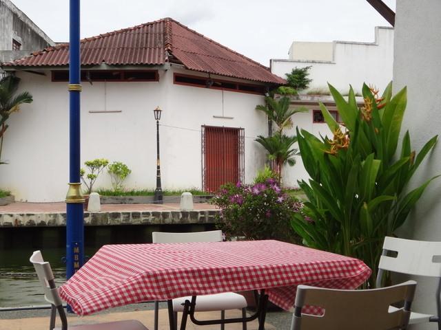 lunchtime on the river Melaka