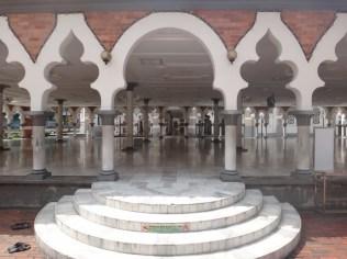 Looking into Mesjid Jamek Kuala Lumpur