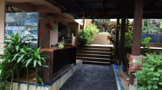 Meewaya Chaweng House - The entrance to the resort