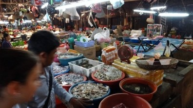 Siem Reap Food Tour - Fresh Seafood In The Old Markets