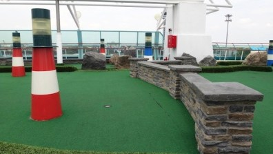 Mini Golf On The Tenth Deck
