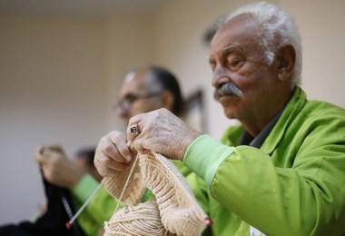 Al lavoro a maglia ai corsi dell'Akdeniz University – ©Daily Sabah