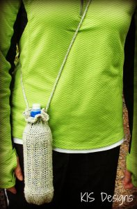 Knitted Water Bottle Carrier by KISDesigns montagna, ferri e uncinetto
