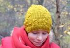 Cappellino giallo a trecce