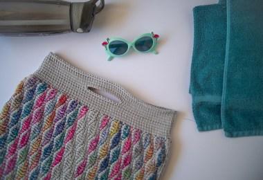 Slouchy Summer Clutch di Julie Bartels, borsa a uncinetto tunisino