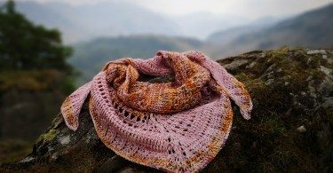 Tunisian Adventure Shawl Sharon Murphy scialli triangolari
