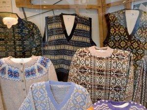 Fair Isle knitwear in the Shetland Museum da geograph.org.uk