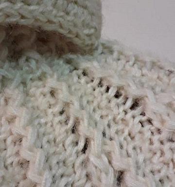 Dettaglio della cappa a maglia di Giuliano e Giusy Marelli