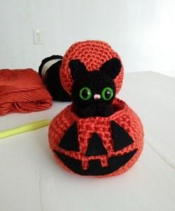Scary Kitty Linda Lindall Halloween a maglia e uncinetto