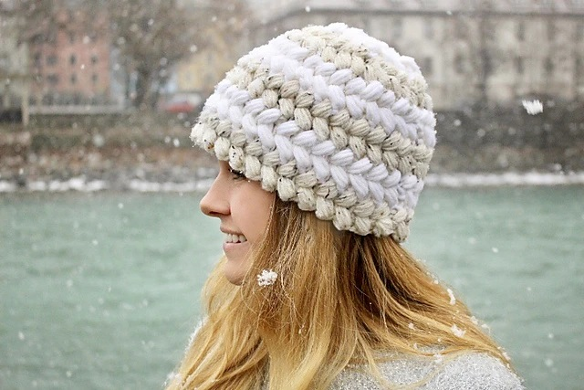 Berretto Braided Puff Hat di Jessica Venture