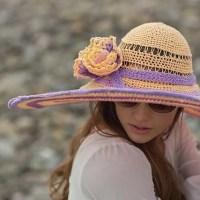 Cappello a tesa ampia all'uncinetto di Annie Modesitt