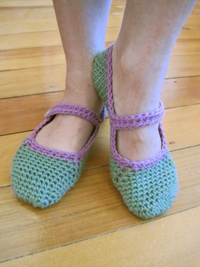 Mary Jane Slippers a uncinetto, di The Little House by the Sea
