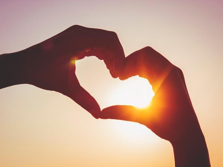 كيف تجعل شخص يحبك ويقع في غرامك وهو لا يحبك أو يهتم بك مجلتك