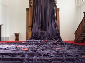 Katharina Grosse, Gebete erfinden, 2014, Altarbildverhüllung, Paul-Gerhardt-Kirche, Berlin