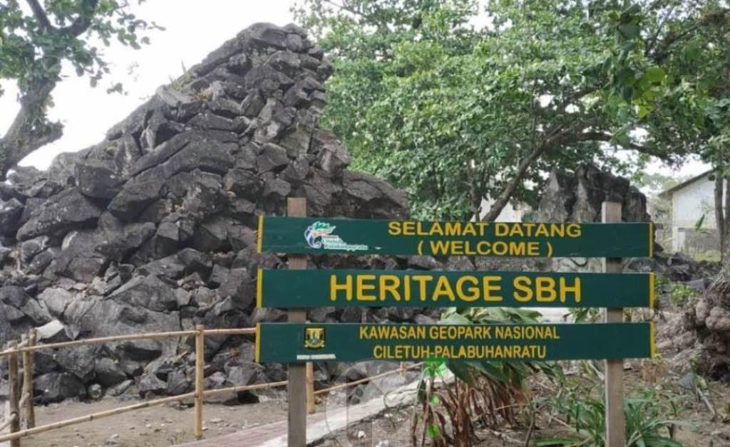 Batu Karut Destinasi Wisata Alam Andalan Di Kawasan Grand