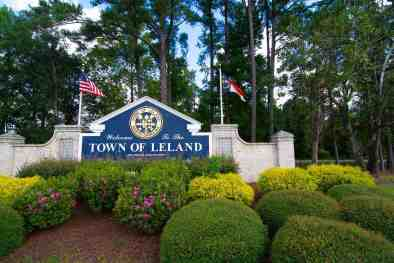 Town of Leland sign