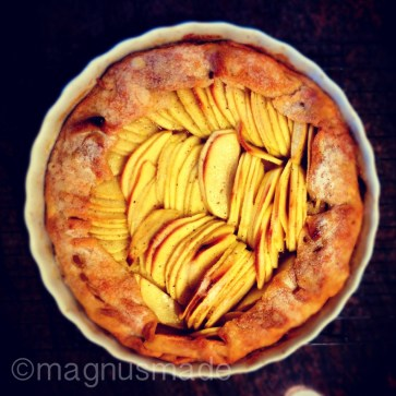 Here's a beautiful French apple tart I whipped up on Saturday.