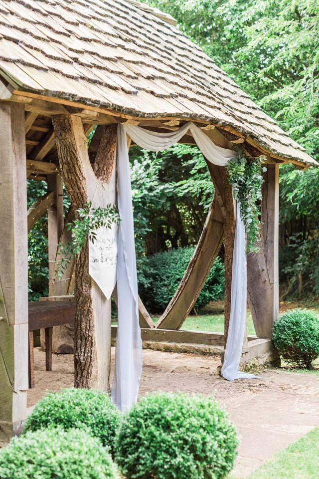 How to create a relaxed, rustic back garden wedding