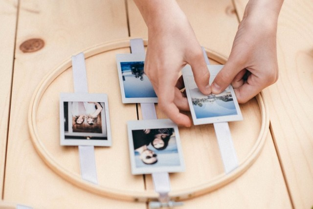 How to Create a DIY Wedding Photo Display With Embroidery Hoops