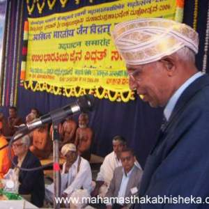 Jain scholar Dr.Rameshchand Jain of Uttar Pradesh speaking during the Vidwat Sammelan on 1st Jan 2006.