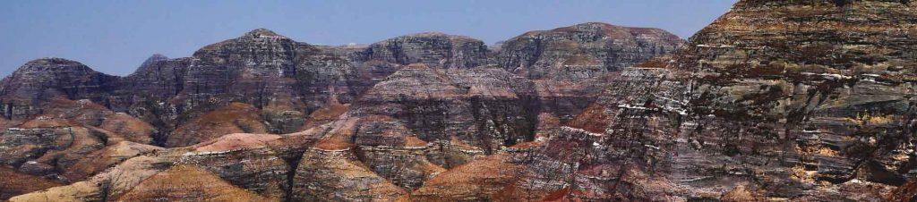 Les sommets du massif du Makay à Madagascar avec Mahay Expédition