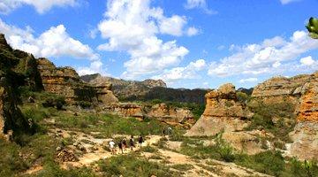 trekking et randonnee dans le parc national de l'isalo sur la route nationale 7 à madagascar