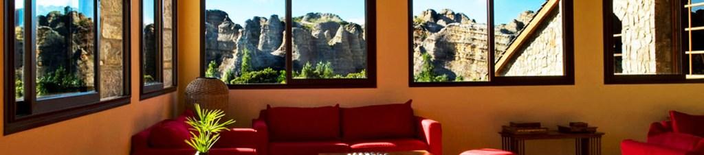 Vue panoramique du lounge de l'hôtel le Relais de la Reine à Madagascar