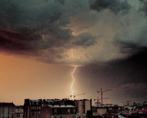 Coup de foudre a paris - lightning strike in Paris
