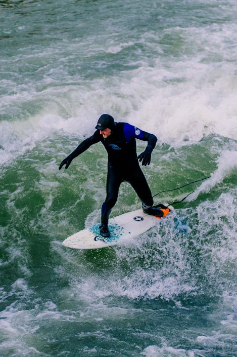 Surf à Munich | Incroyable une vague en plein centre ville 12