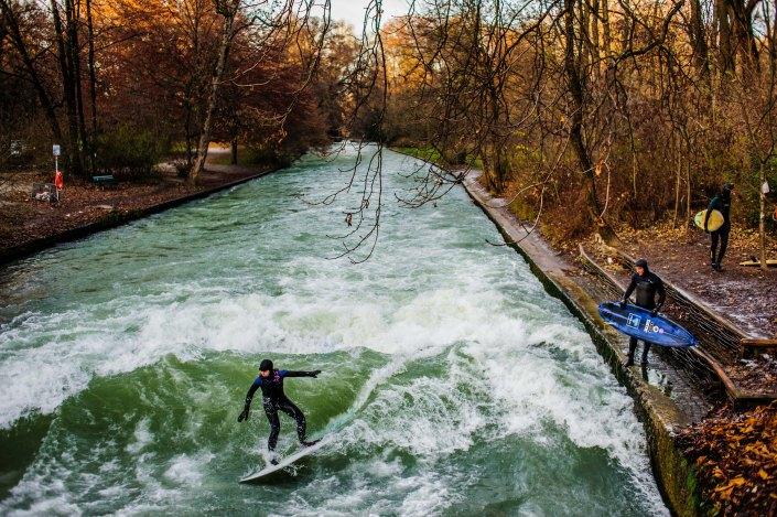 Surf à Munich | Incroyable une vague en plein centre ville 13