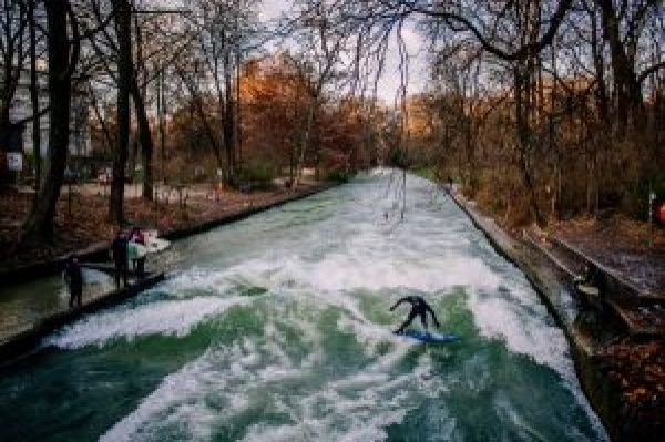 Surfers in Eisbach - Münich - Munich