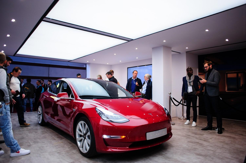 Tesla model 3 - Paris Motor Show - Mondial Auto