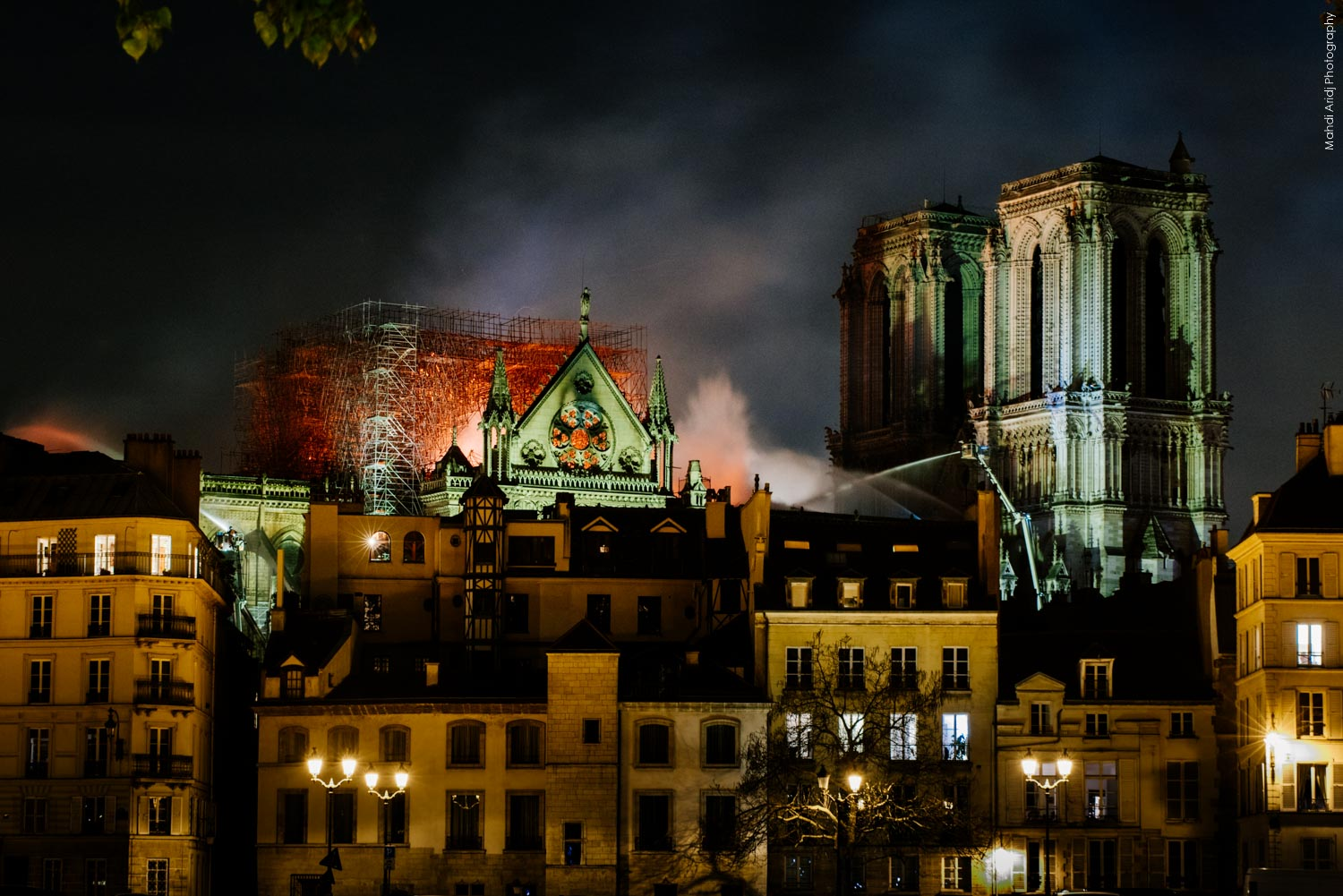 Photos de l'incendie à Notre-Dame de Paris  - Pictures of the Fire at Notre Dame Cathedral