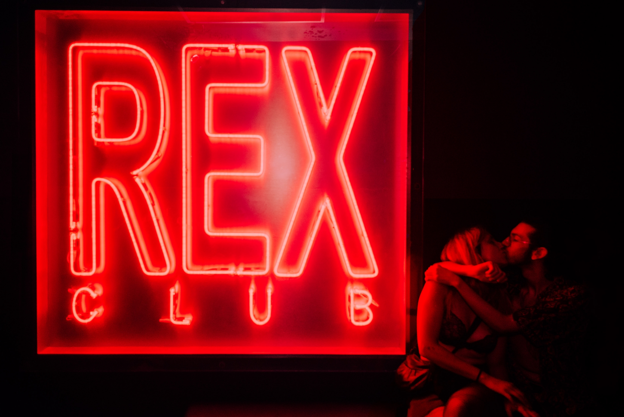 Le baiser du Rex Club - Kissing at the club