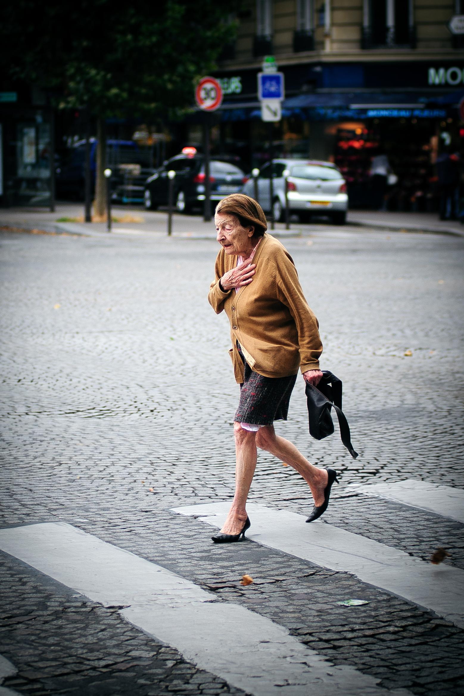 Une femme pressée - In a Rush