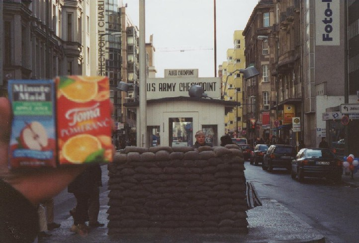 ger-berlin-checkpoint-charlie
