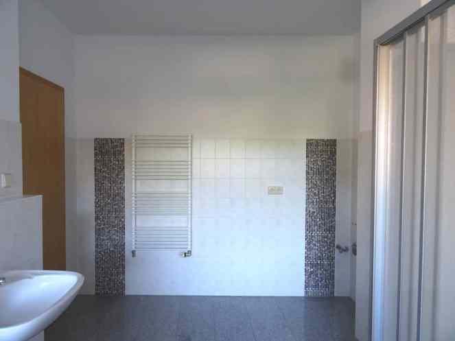 Mietwohnung Bad Gottleuba - BadBadezimmer mit Dusche und Wanne und zwei Waschbecken