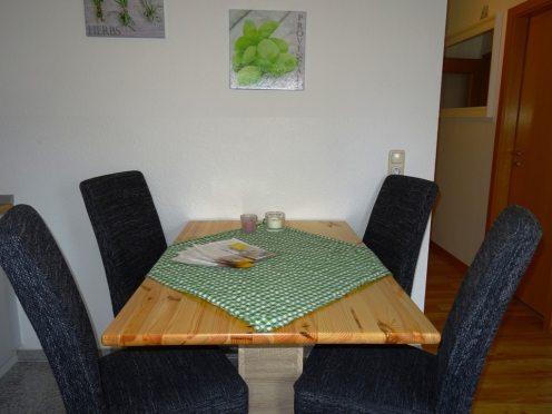 Essbereich Tisch mit 4 Stühlen