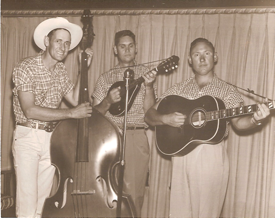 Bluegrass band, Olen and The Bluegrass Traveler's, played every weekend, on the radio station, KCES FM in Eufaula, Oklahoma. Image by NFarrow on Wikipedia.
