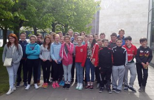 Sixth class pupils pictured on their final tour together during the Gaelscoil Aogáin on Tour stop at University College Dublin.