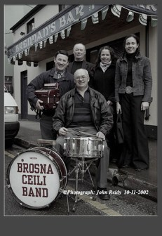 Members of the Mulcahy family from Abbeyfeale involved in the 2002 Céilí House recording at Brennan's Bar in Castleisland Included are: Pat Mulcahy on drums with at back: Michael, Neilus, Michelle and Louise Mulcahy - all members of the Brosna Céilí Band for the recording. ©Photograph: John Reidy 10-11-2002
