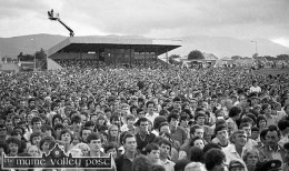 A section of the huge crowd which gathered to see the late James Last and his orchestra at Austin Stack Park during the 1983 Rose of Tralee Festival. ©Photograph: John Reidy 28-8-1983