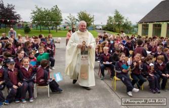 Fr. Nicholas O'Flynn preparing to celebrate mass on the occasion of the retirement of Principal Máire Uí Bhrosnacháin at Scoil Naofa Breandán in Scartaglin on Thursday. ©Photograph: John Reidy
