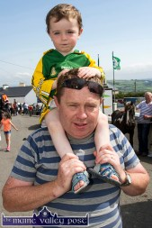 Pádraig Collins getting a better view from dad, Patrick's shoulders at the annual Knocknagoshel Horse Fair. ©Photograph: John Reidy