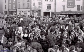 Many more faces in the crowd at the first St. Patrick's Day Parade in Castleisland. ©Photograph: John Reidy 17-3-1989