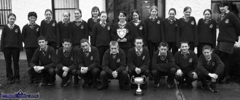 Members of Castleisland Community College Athletics team which won the overall best school in the Kerry Cross-Country Championships in Castleisland in February 2001. Front from left: Barry Walsh, Michael McCarthy, Padraig Howard, Pat Hickey, John Culloty, Sean Curtin Pat O'Sullivan and James McCarthy. Back from left: Kate McSweeney, Joanne Brosnan, Niamh Geaney, Aishling O'Connor, Una Lynch, Sheila O'Connor, Elaine Prendiville, Tracey Nelligan, Sarah Brosnan, Fiona O'Connor, Christine Fleming, Julia Brosnan, Eileen O'Sullivan and Lorraine Thompson. ©Photograph: John Reidy 21-2-2001