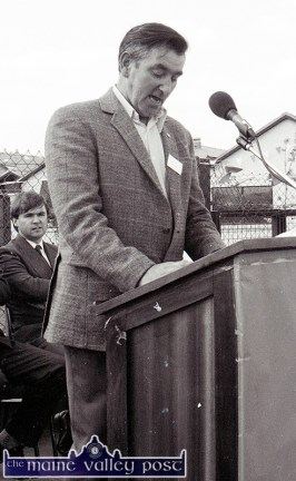 College parents' association chairman, Micheál Walsh, Knocknagoshel speaking at the official opening of Castleisland Community College on Friday 26-5-1989. ©Photograph: John Reidy